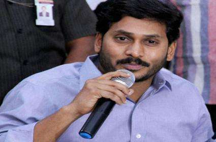 -jagan-outsmarts-sec-announces-incentives-for-panchayats_g2d