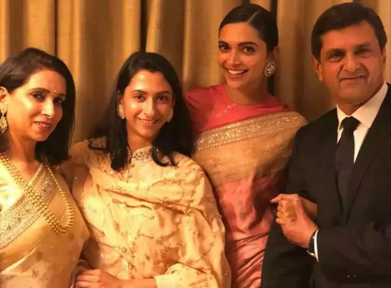 deepika-padukone-is-covid19-positive-along-with-family_g2d